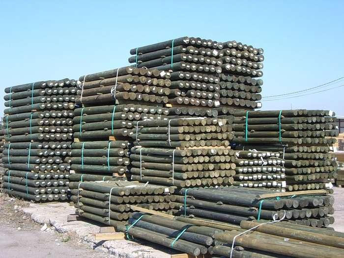 Postes de madera tratada