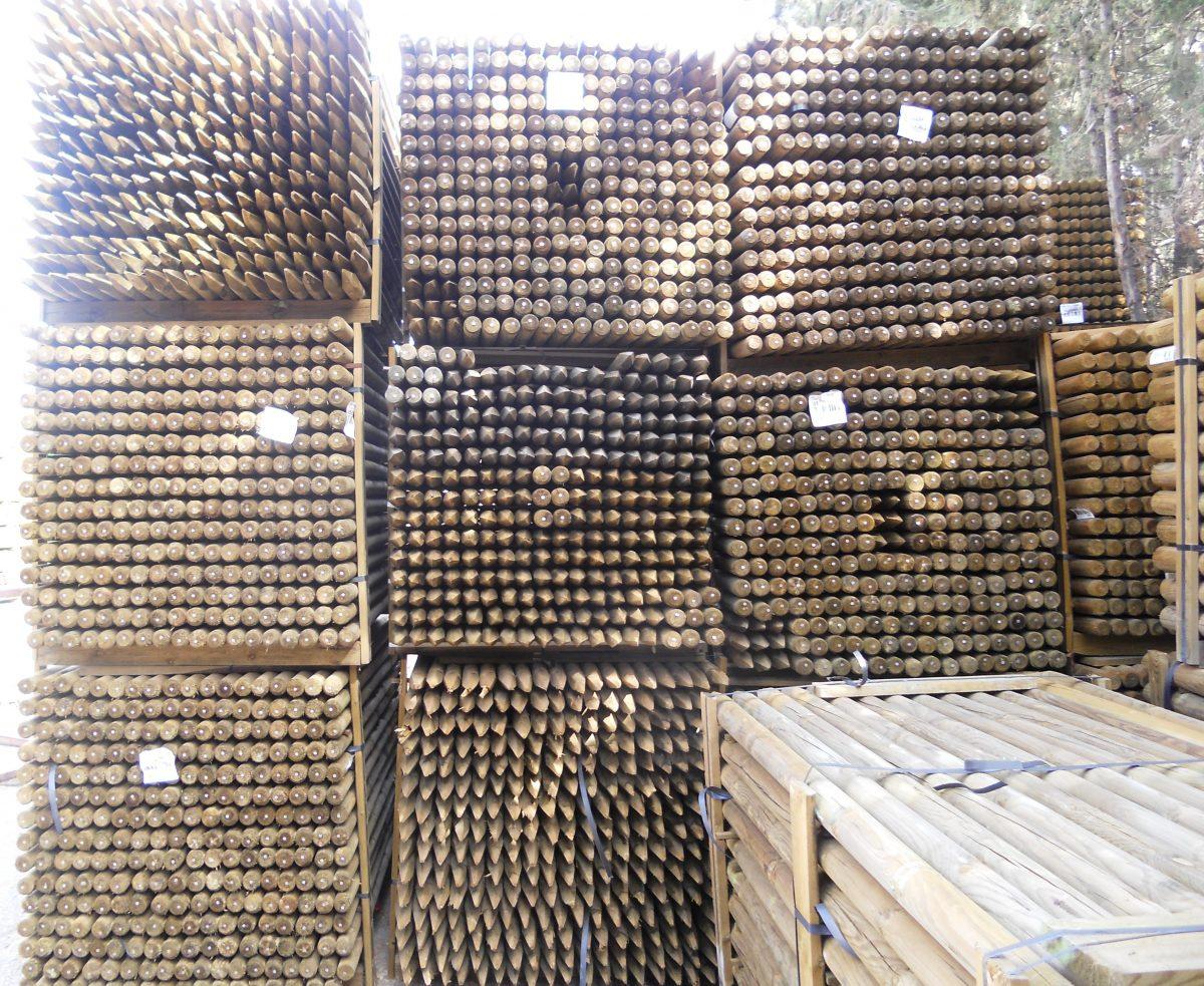 Tutores de madera tratada en nuestras instalaciones