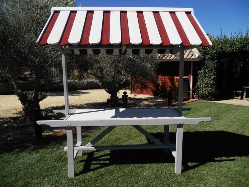 Kiosco para caterind de madera tratada