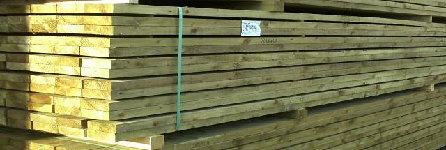 Tablas cepilladas de madera tratada
