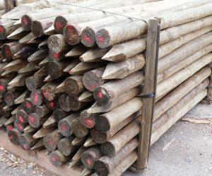 Postes conicos de madera tratada