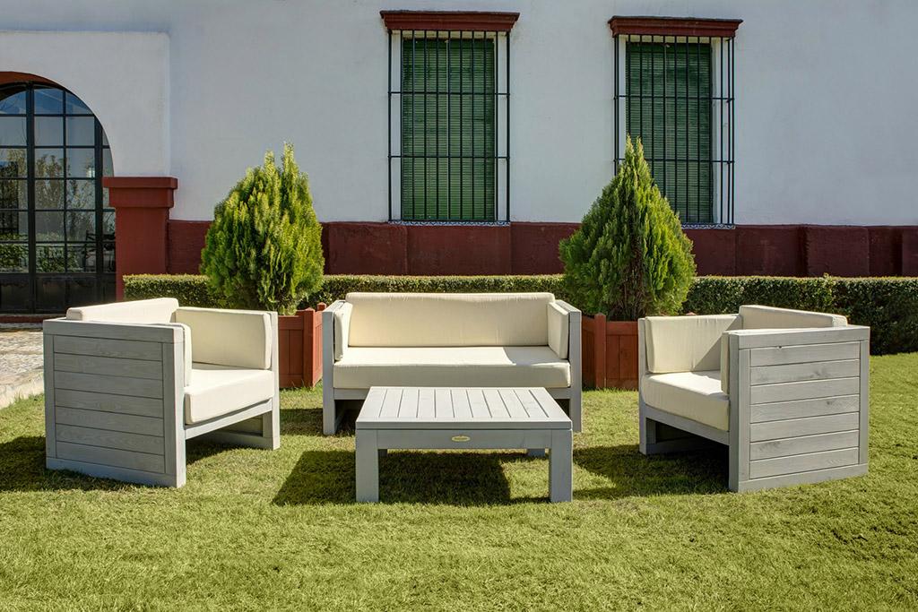 Mobiliario para exteriores realizado por hosteljard n for Mobiliario de jardin de madera